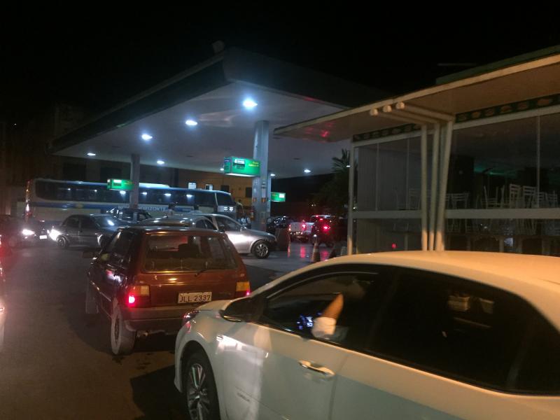 Com risco de escassez de combustíveis, brumadenses formam fila nos postos da cidade