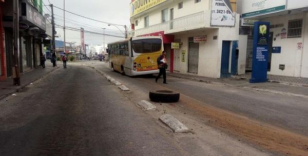 Ônibus solta a roda em pleno terminal de ônibus em Vitória da Conquista