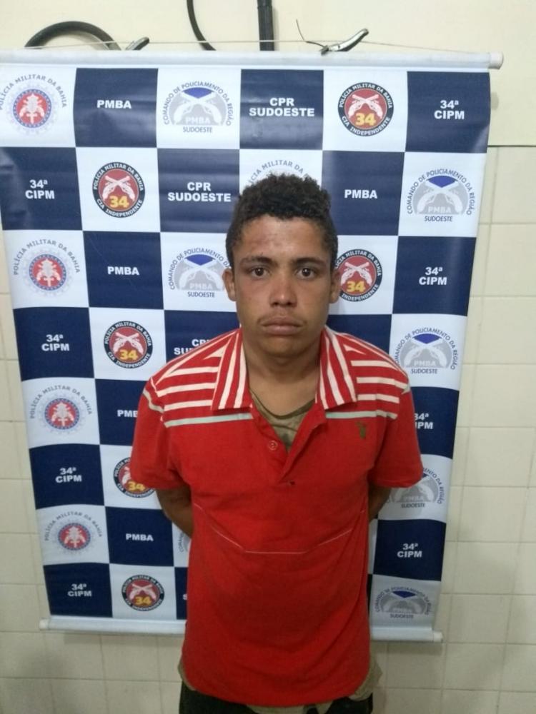 Jovem com varias passagens pela polícia é preso praticando roubo em Brumado