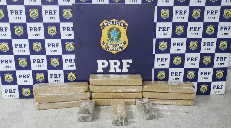 Vitória da Conquista: Após fuga e suspeito provocar acidente na rodovia, PRF encontra 10 Kg de maconha em carro alugado
