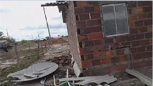 Cerca de 20 casas ficam destruídas após chuva e vento forte em povoado de Vitória da Conquista