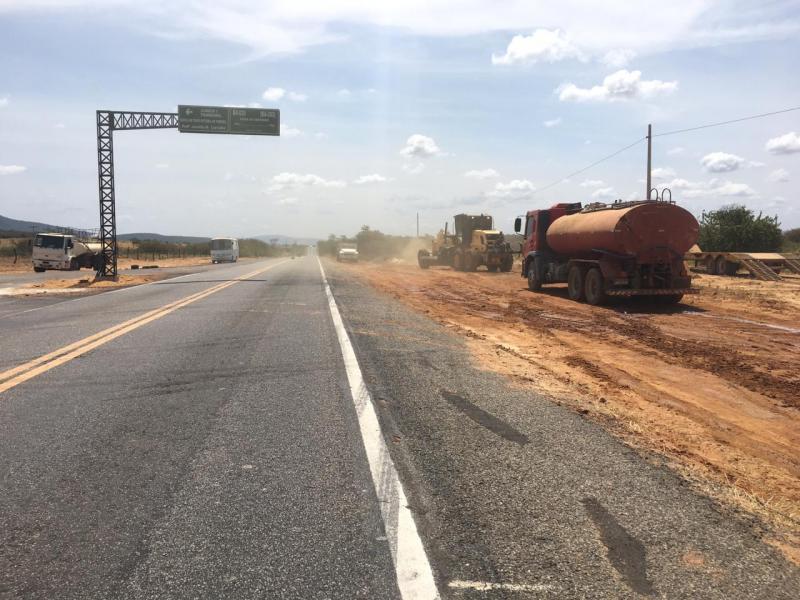 Prefeitura de Brumado intensifica obras da rotatória que liga BR-030 a comunidade de Tamboril