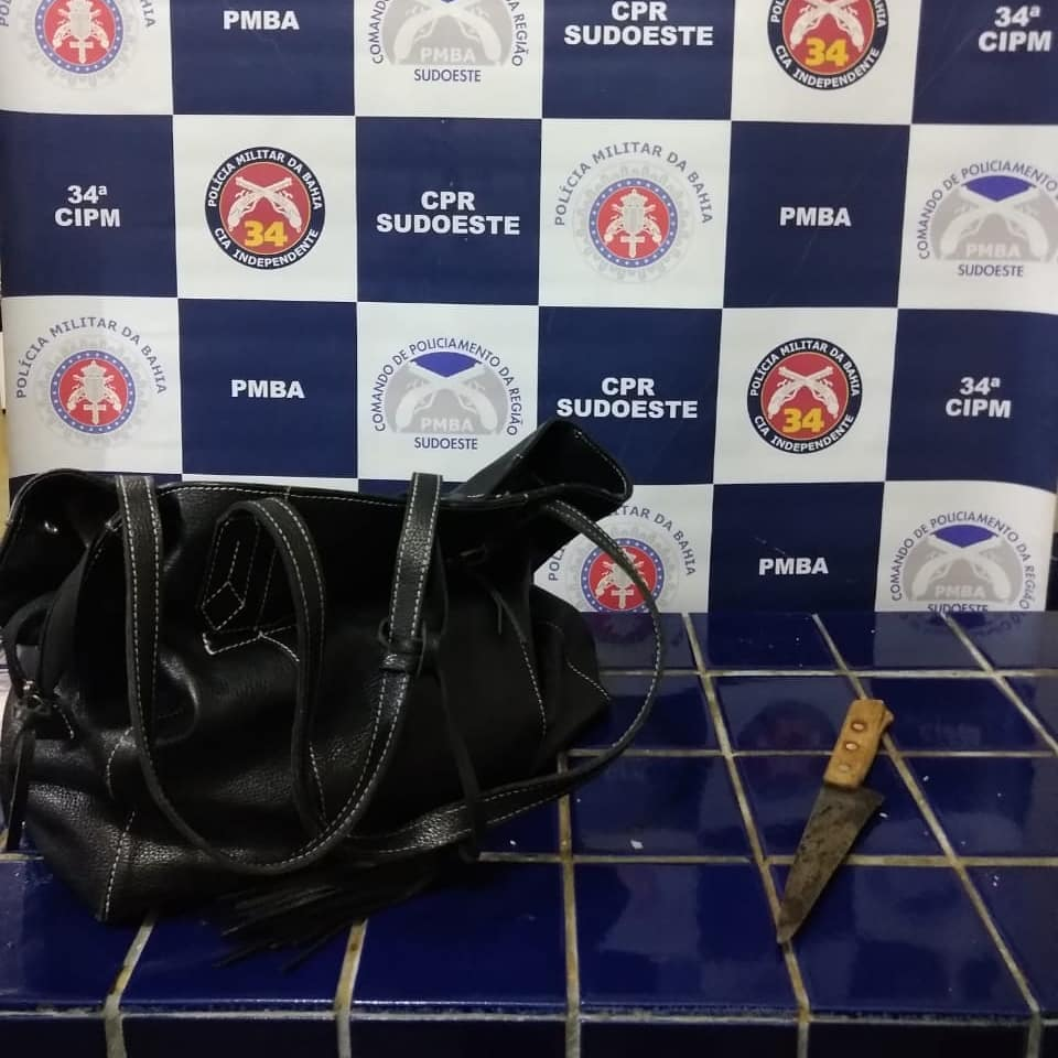 Brumado: Homem é preso após roubar bolsa de mulher em restaurante na Praça da Prefeitura