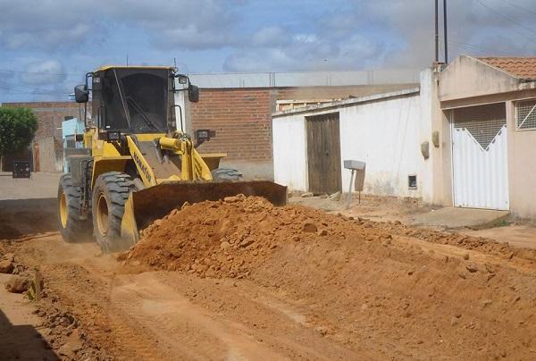 Ruas de Malhada de Pedras recebem obras de calçamento