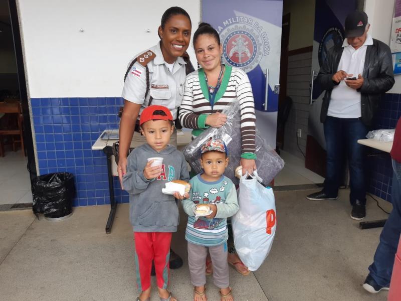 BCS de Vitória da Conquista doa agasalhos e cobertores para moradores