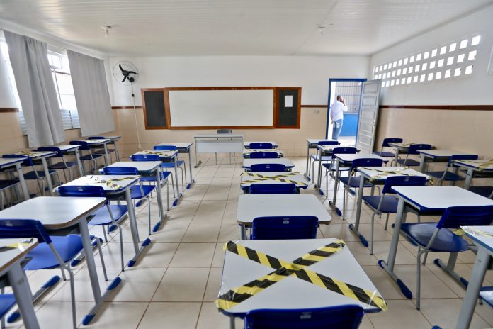 Efeito do fechamento de escolas durante a pandemia pode durar 15 anos, diz pesquisa