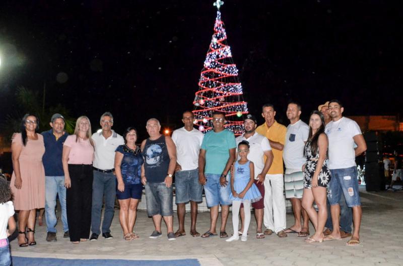 Decoração natalina é entregue a população em Malhada de Pedras