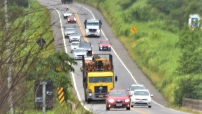 Durante Operação Independência, PRF faz flagrantes de ultrapassagens irregulares nas estradas da Bahia