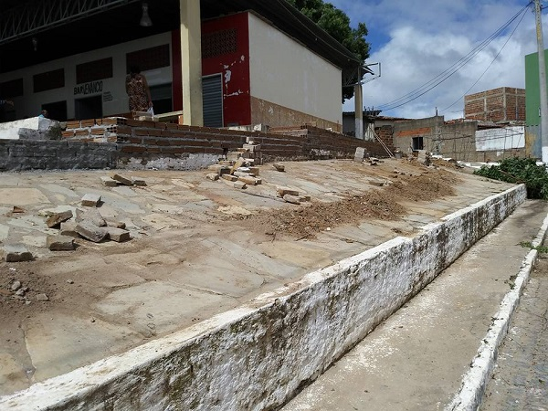 Prefeitura de Aracatu realiza obras no canteiro do Mercado Municipal