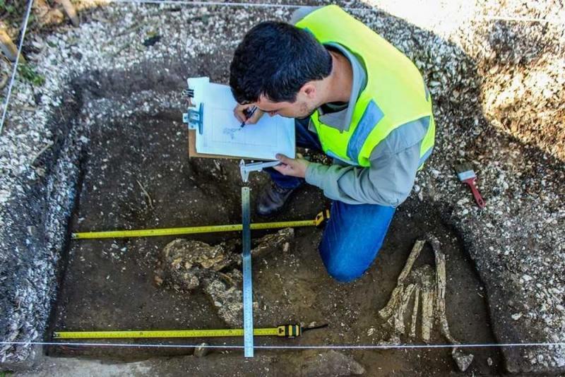 Dois esqueletos de 5,8 mil anos são achados ao lado de obras em Santa Catarina