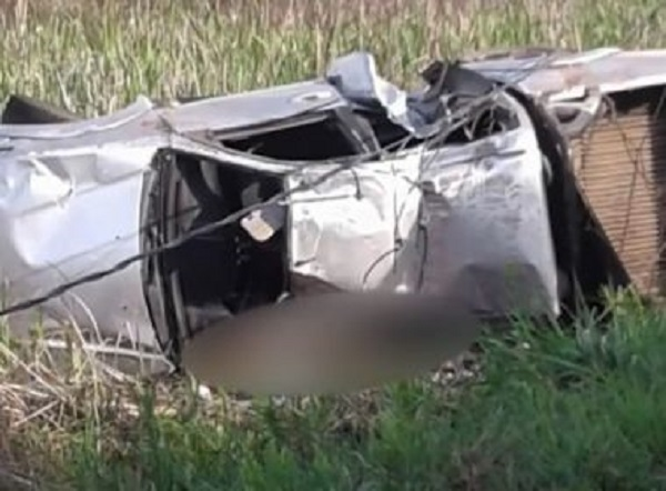 Três pessoas morrem e outras quatro ficam feridas após caminhonete capotar em Ilhéus