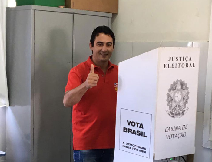 Eleições 2018: Márcio Moreira, candidato a deputado estadual, vota em Brumado