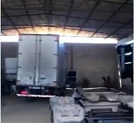 Vitória da Conquista: Galpão usado para desmanche de veículos roubados é descoberto pela polícia
