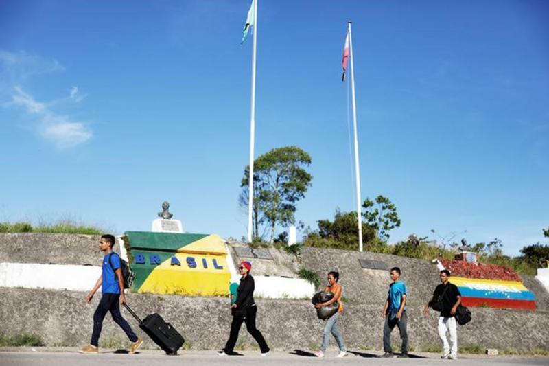 Metade dos jovens venezuelanos quer deixar o país, diz pesquisa