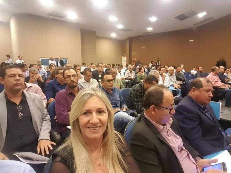 Prefeita de Malhada de Pedras participa de Assembleia Geral da UPB em Salvador