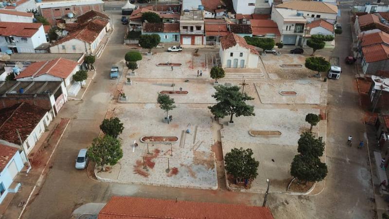 Rio do Antônio:  Seguem as obras de reforma e restauração da Praça João Florindo de Souza, no distrito de Ibitira