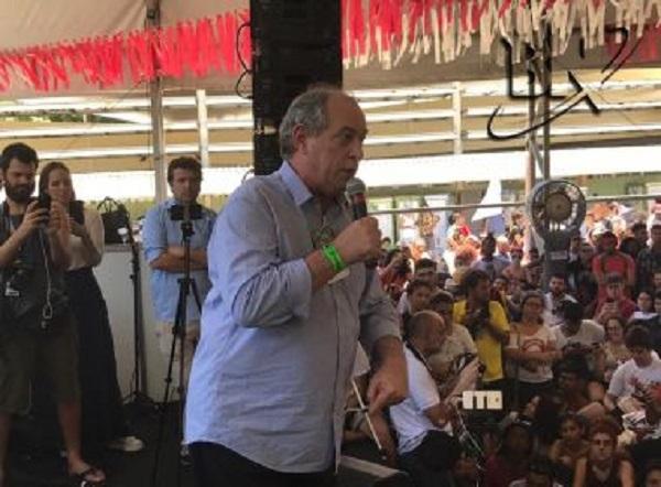 Ciro chama Lula de adversário e diz que petista 'conspira' dentro da cadeia