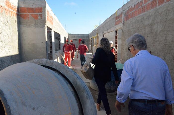Prefeito de Brumado realiza visita em obras de escolas da zona rural e sede