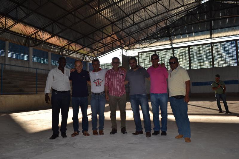 Ibiassucê: ginásio de esportes paralisado há anos é concluído com apoio de Waldenor e Zé Raimundo