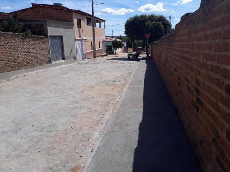 Prefeitura de Guajeru continua investindo em infraestrutura e várias ruas do município são pavimentadas