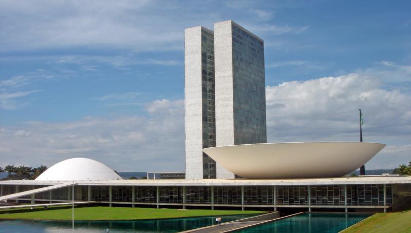Com corte de 21 mil cargos, governo quer economizar R$ 209 mi por ano