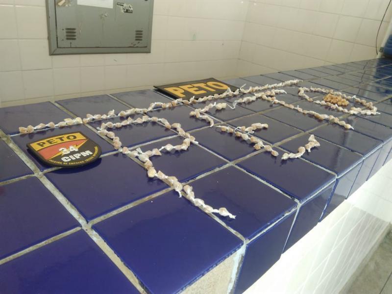 267 pedras de Crack são apreendidas pela Polícia no bairro do Mercado em Brumado