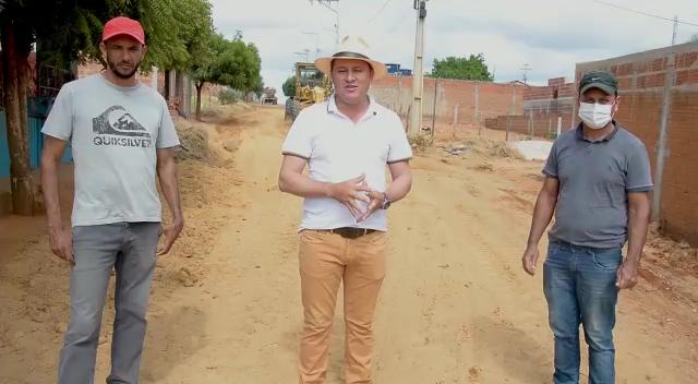 Prefeitura de Guajeru realiza manutenção de ruas que ainda não foram pavimentadas