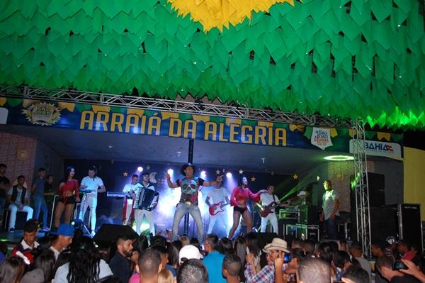 Malhada de Pedras: Primeiro dia de shows é um sucesso e marca festejos juninos da cidade
