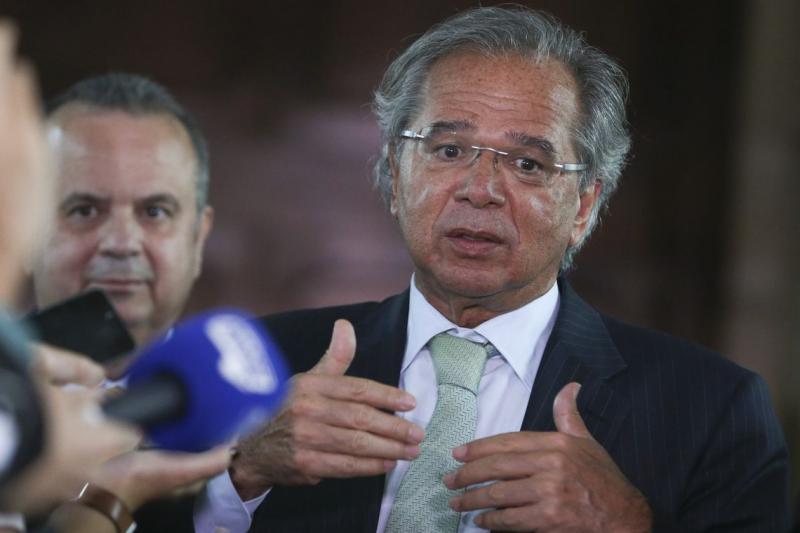 Principais direitos trabalhistas não serão retirados, diz Guedes