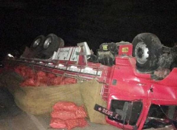 América Dourada: Oito morrem em batida entre carro e caminhão; prefeitura cancela festa