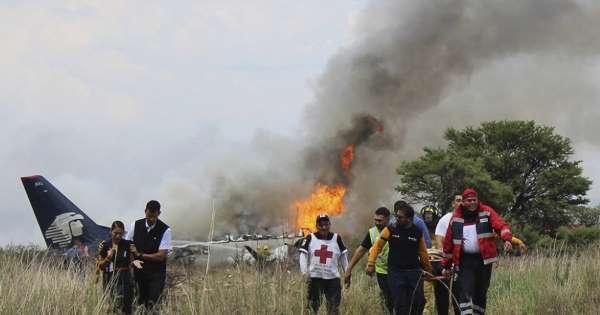 Avião com 103 pessoas cai no México; todos sobrevivem