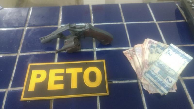 Adolescente armado com revólver é apreendido em flagrante assaltando posto de combustíveis em Brumado