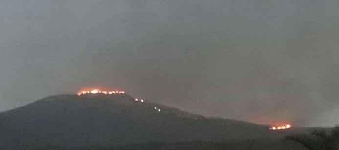 Incêndio de grandes proporções devasta vegetação no município de Ituaçu