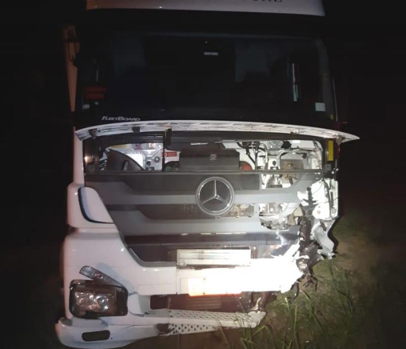 Vitória da Conquista: Uma pessoa morre e outra fica ferida após batida que 'dissolveu' cabine de carro