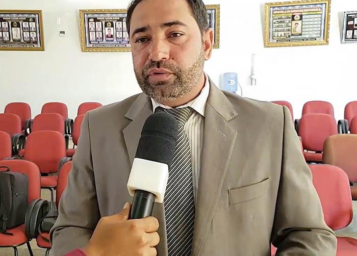 EM RIO DO ANTÔNIO VEREADOR ANDRÉ BERKOVITZ SOLICITA REDUÇÃO PELA METADE DE SALÁRIOS DE PREFEITO, VICE E VEREADORES