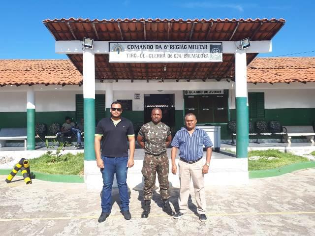 Prefeitura de Brumado visita as instalações do Tiro de Guerra 06-024 para início de reforma na instituição