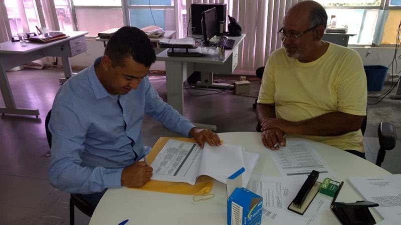 Prefeitura de Guajeru assina convênio com a Bahiater para aquisição de veículos e equipamentos