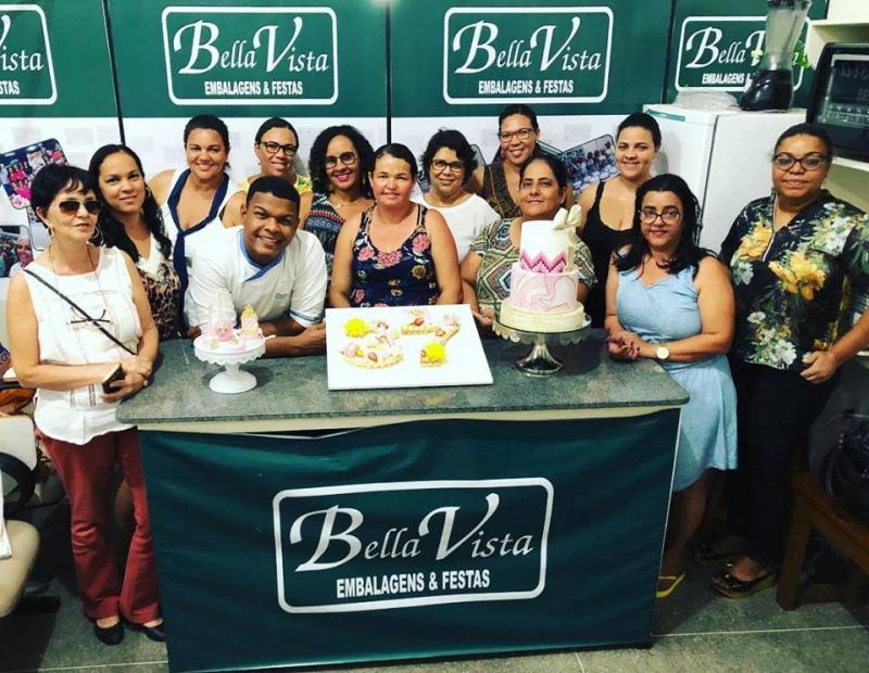 Mais um curso com o confeiteiro artístico Hyago Cake é realizado com sucesso pela Bella Vista Embalagens