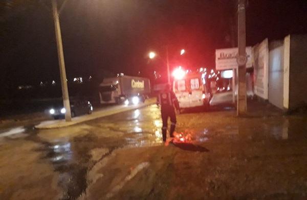 Motociclista sofre acidente devido buracos na Avenida Lindolfo Brito