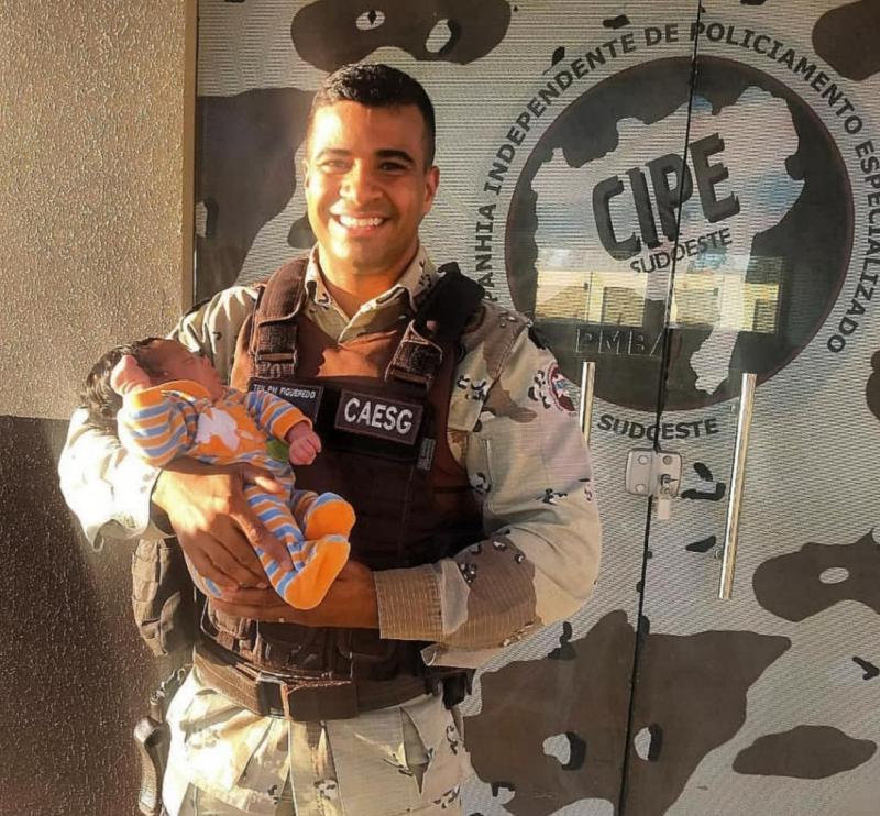 Policial da Cipe Sudoeste salva bebê engasgado com leite em Vitória da Conquista