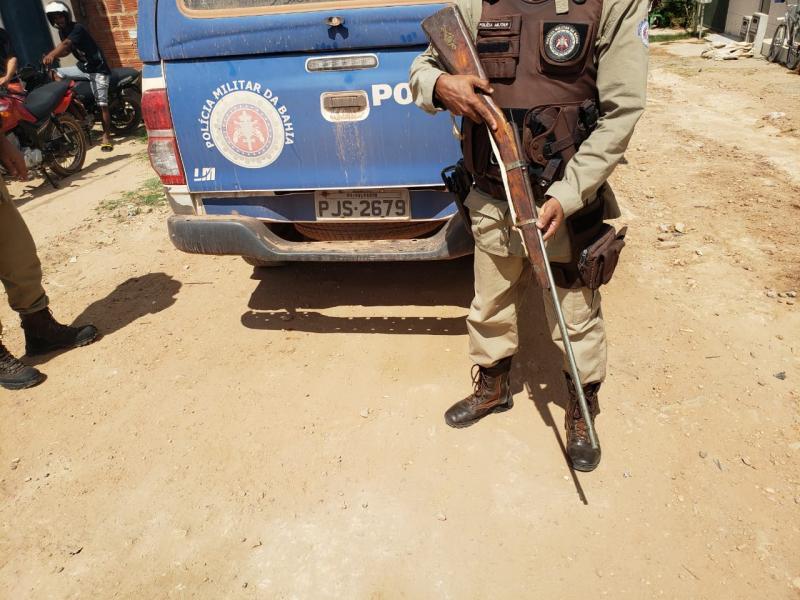 Homem é preso após ameaçar companheira e cunhado com espingarda no distrito de cascavel, em Ibicoara