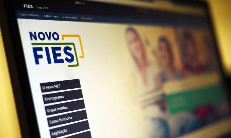 Governo Federal sanciona lei que suspende pagamento de parcelas do Fies