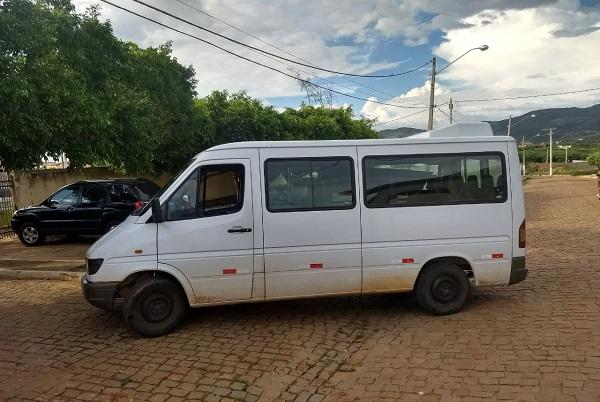 Três pessoas são presas por furtos nas cidades de Paramirim, Ibipitanga, Macaúbas e Boquira; um veículo foi apreendido
