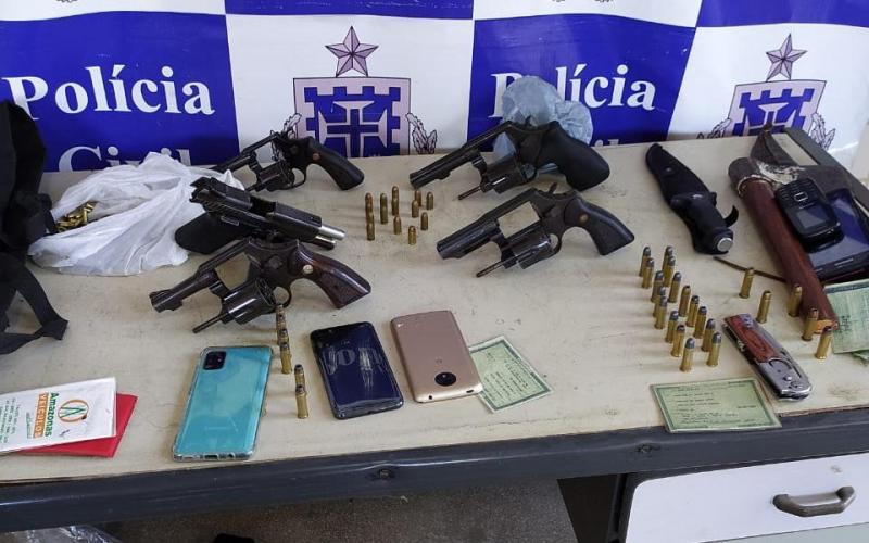 Pai e três filhos presos por envolvimento com dois homicídios em Carinhanha