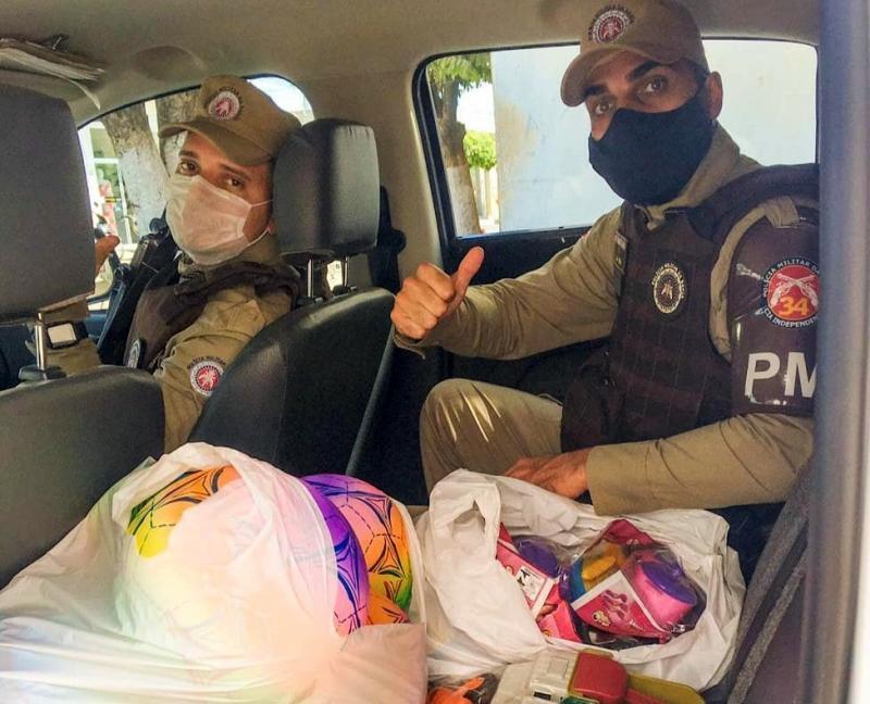 Malhada de Pedras: Policiais da 34ª CIPM entregaram presentes em comemoração ao Dia da Crianças