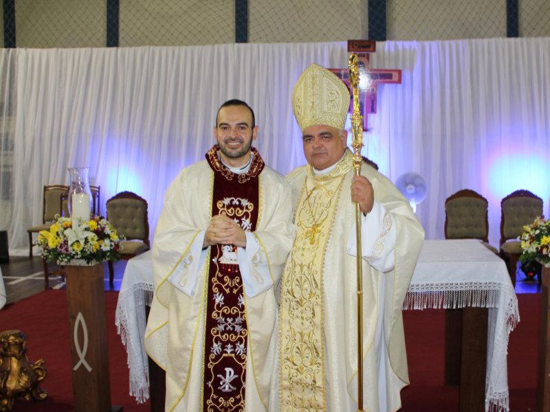 Diácono Ícaro é ordenado Padre em cerimônia realizada em Brumado