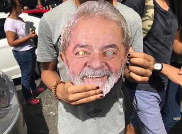 Sem aval de Haddad, petistas defendem que atos por educação preguem 'Lula livre'