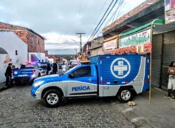 Duas pessoas são assassinadas em bar de Feira de Santana na madrugada deste domingo