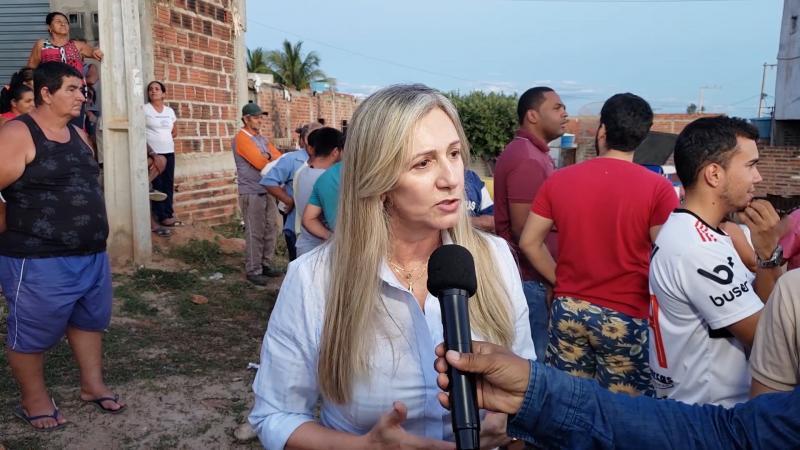 Entrevista com a prefeita e populares sobre pavimentação de diversas ruas em Malhada de Pedras, veja o vídeo