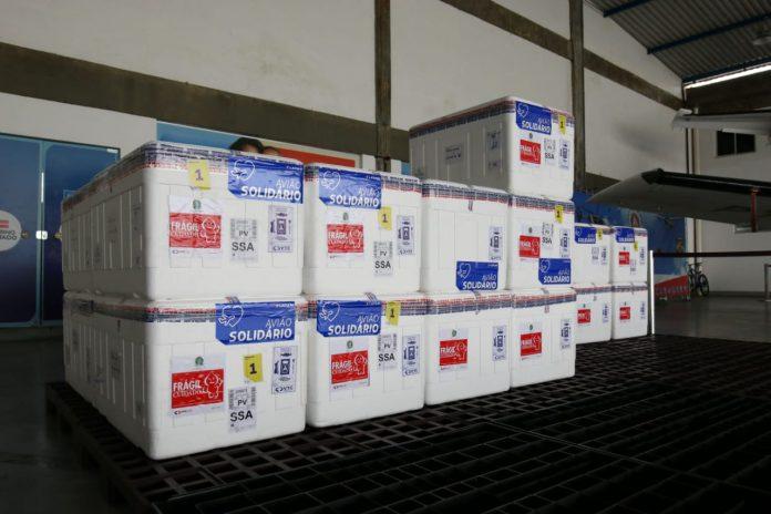 Bahia recebe mais 281.400 doses de vacinas, entre Coronavac e Astrazeneca